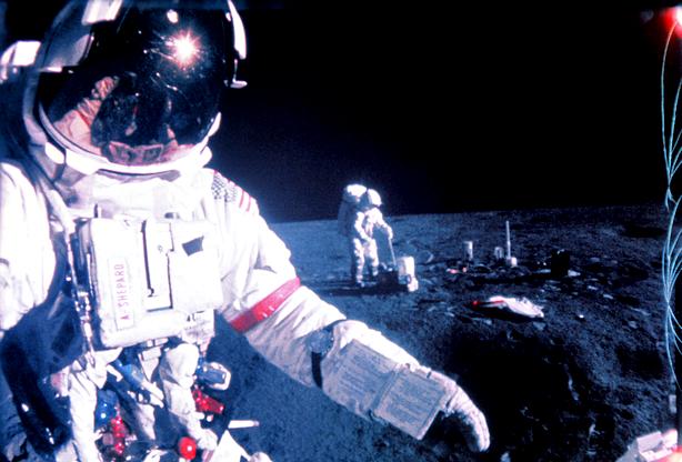 Neste dia, 5 de fevereiro: A nave Apollo-14 chega à Lua