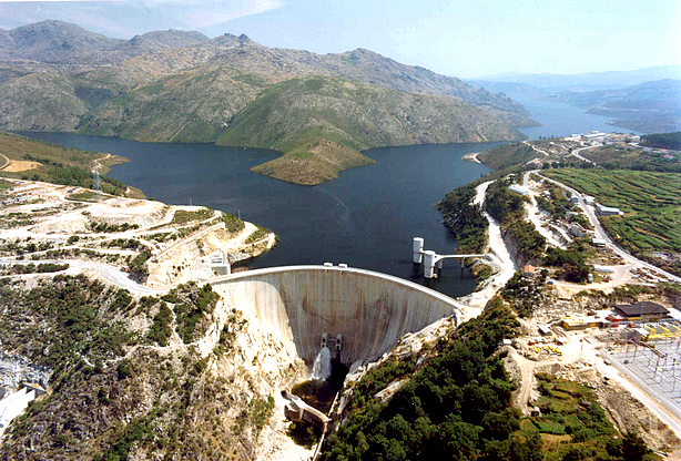 Neste dia, 21 de janeiro: Inauguração da barragem de Castelo de Bode