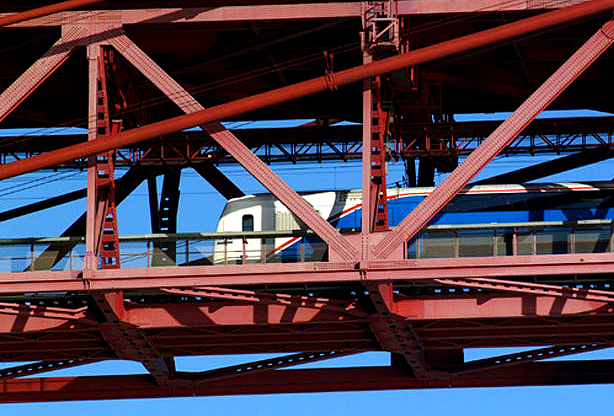 Neste dia, 30 de julho: Inauguração da circulação ferroviária na Ponte 25 de Abril
