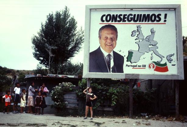 Neste dia, 12 de junho: entrada de Portugal na Comunidade Económica Europeia (CEE)