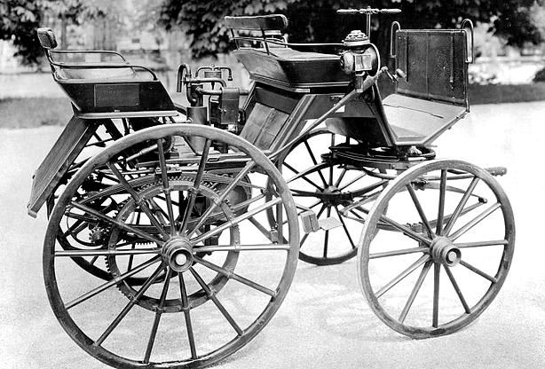 primeiro automóvel movido a gasolina